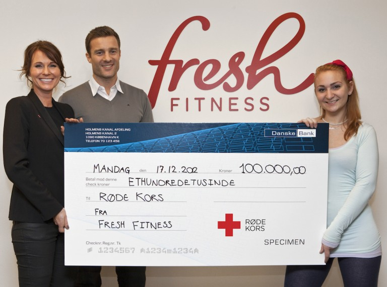 Fresh Fitness staff present Danish Red Cross with a cheque for 100,000 Danish Kroner (photo by Jacob Bloch)