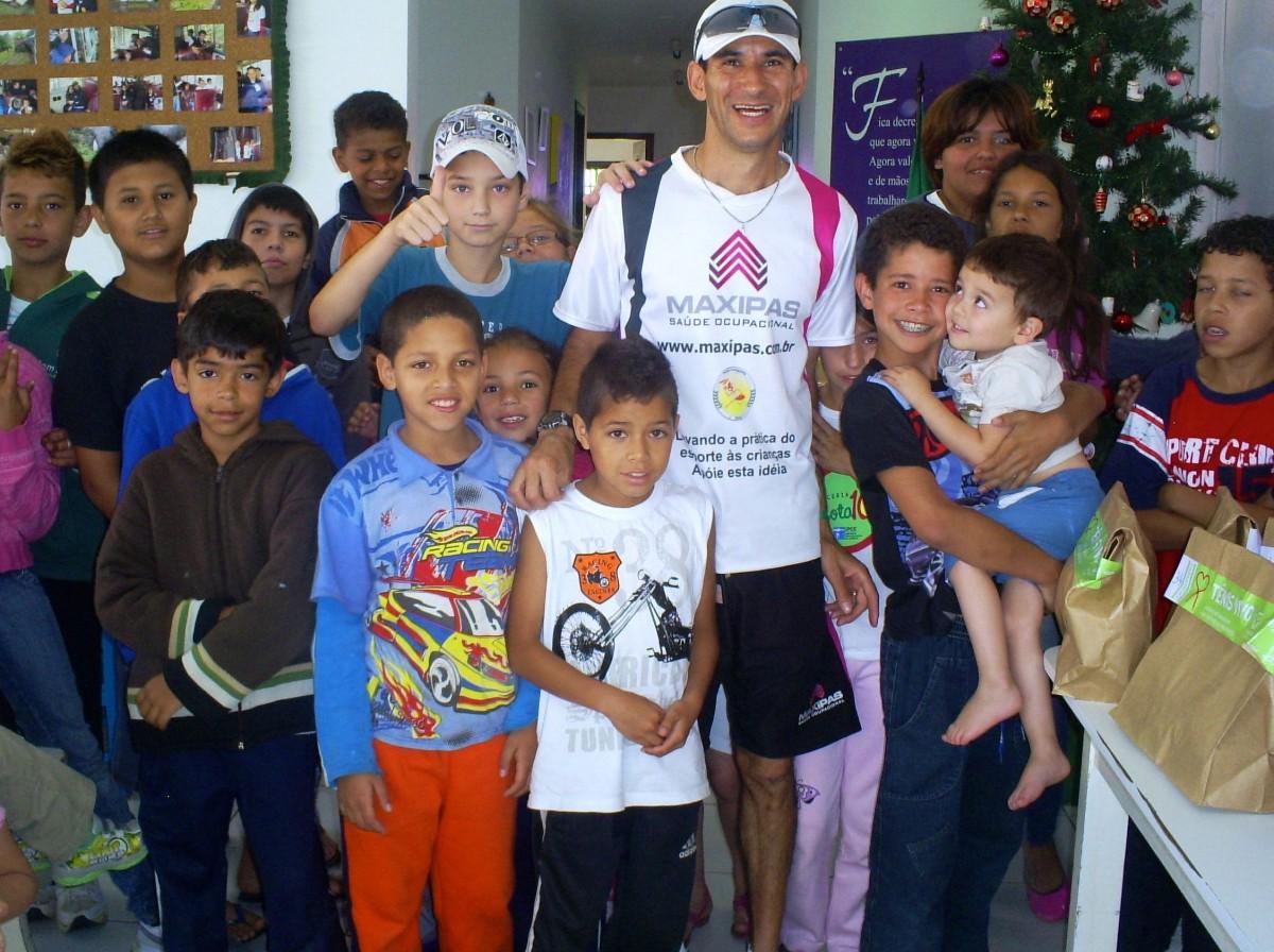 Cia Athletica staff member distributing shoes to Brasilian children